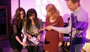 Anka Repková na krste knihy Pilakalajoga spolu s autorkou Annou Repkovou a krstnými rodičmi Evou Sakálovou a Martinom Nikodýmom